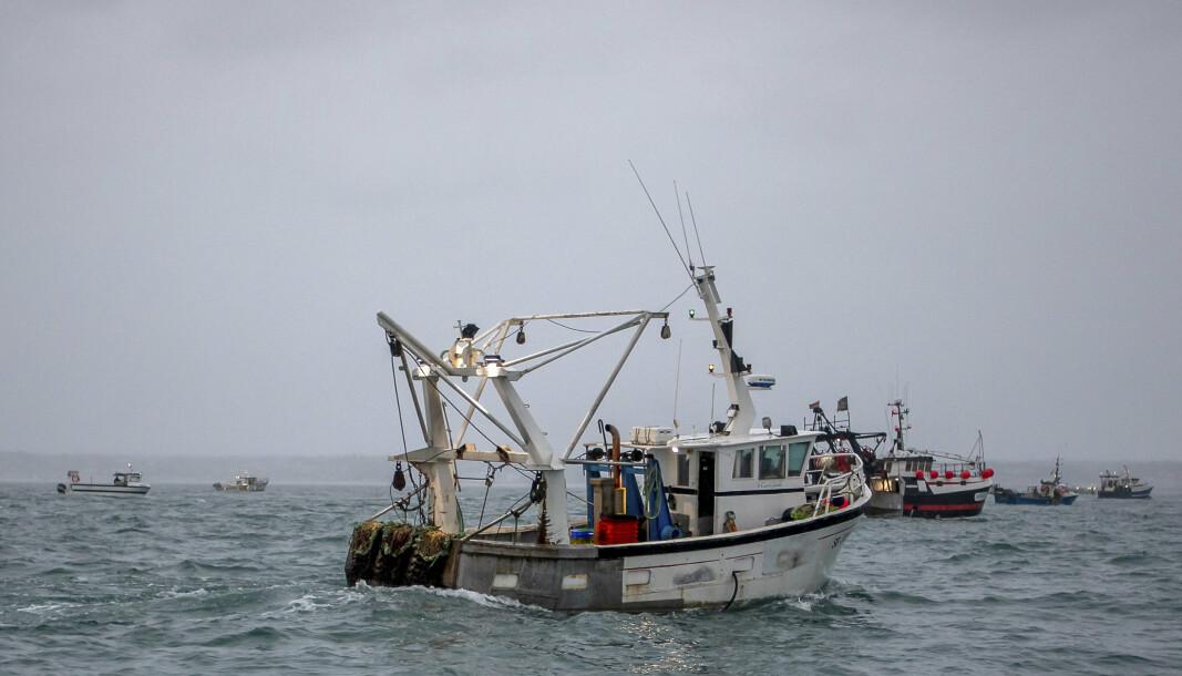 PROTESTERER: Franske fiskebåter protesterer ved havnen i Saint Helier, hovedstaden på Jersey, mot det de anser som urettferdige regler.