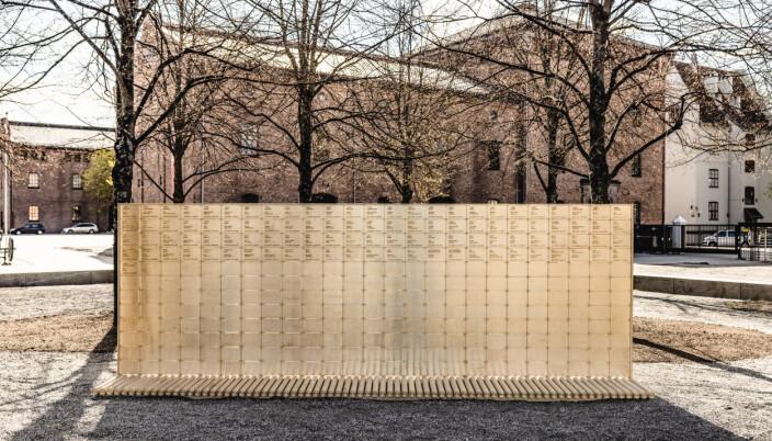 FALNE SOLDATER: Minnetavlen er innskrevet med navnene til norske soldater som har mistet sitt liv i internasjonale operasjoner etter andre verdenskrig.