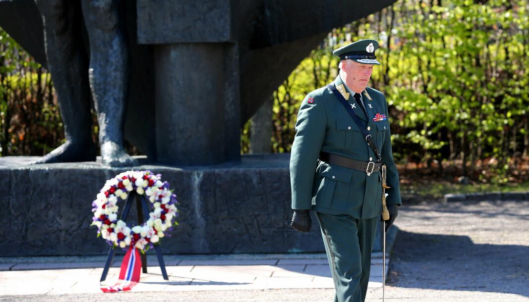 MARKERING: Til vanlig pleier Hans Majestet Kongen å legge ned krans ved Nasjonalmonumentet på Akershus festning under markeringen av 8. mai.