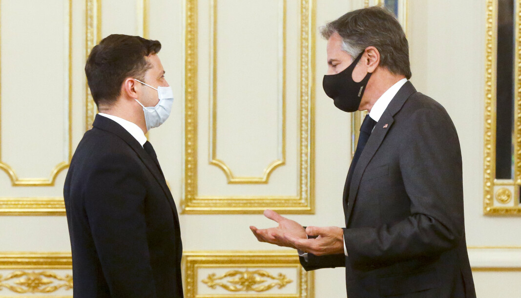 STØTTE: Ukrainas president Volodymyr Zelenskyj (t.v.) i samtale med USAs utenriksminister Antony Blinken, som har uttrykt sin støtte til Ukraina.