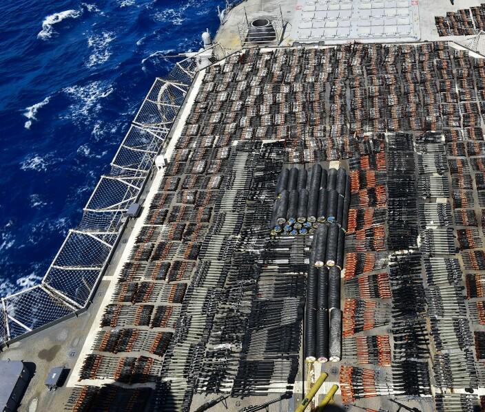 USAs marine sier den har beslaglagt ulovlig våpenlast i Arabiahavet