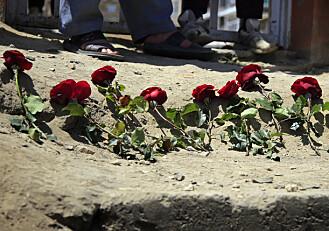 Buss rammet av bombe i Afghanistan