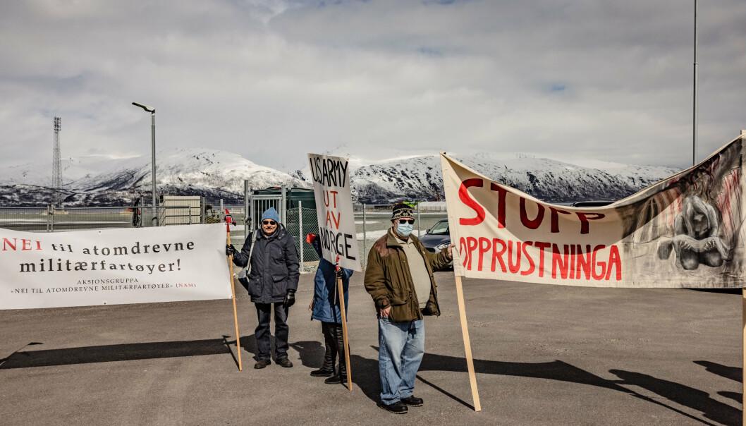UBÅT: Demonstranter møtte opp da den amerikanske ubåten la til kai utenfor Tromsø.