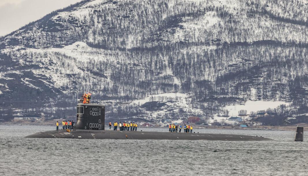 US. NAVY: Den første amerikanske reaktordrevne ubåten som legger til kai i Grøtsund havn utenfor Tromsø.