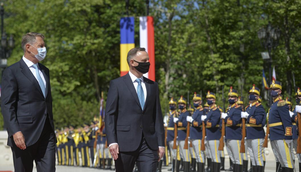NETTMØTE: Polens president Andrzej Duda besøkte mandag sin rumenske kollega Klaus Iohannis, og sammen ledet de et videotoppmøte for ni østeuropeiske Nato-land. Også USAs president Joe Biden og Nato-sjef Jens Stoltenberg deltok på møtet.