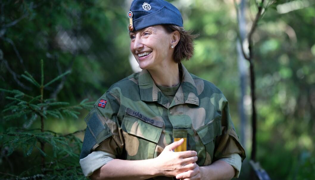 BORTE: For de som skal gjøre karriere i uniform venter det ofte mye fravær fra sine nærmeste, skriver Gunn Elisabeth Håbjørg.