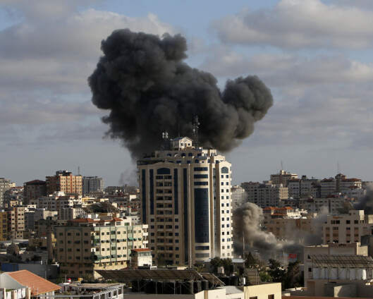 Palestinere søker ly for bombene mens Israel fortsetter angrepene mot Gaza