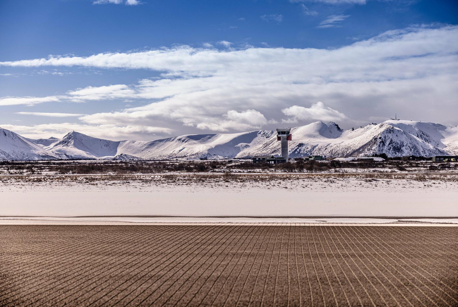 For at fly skal lande på Andøya må flystasjonen sørge for svart rullebane. Det er krevende når været skifter ofte.