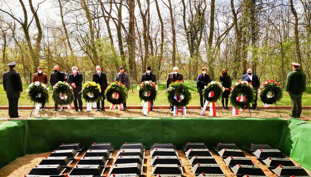 EN VERDIG GRAV: 22. april 2021 ble de jordiske levningene av 71 sovjetiske soldater gravlagt ved krigsgravplassen i Lebus. Alle disse soldatene falt under slaget ved Seelow-høydene og ved Oder.