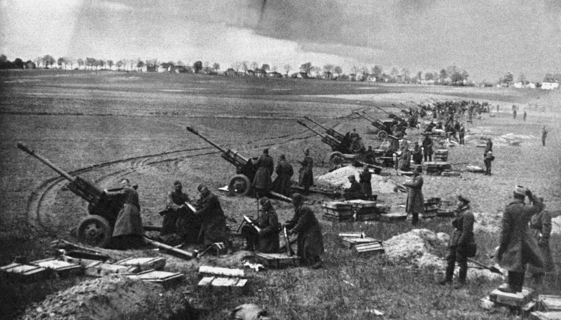 ARTILLERI: Sovjeterne samlet verdens største konsentrasjon av artelleriskyts noen gang undere angrepet på Seelow-høydene.