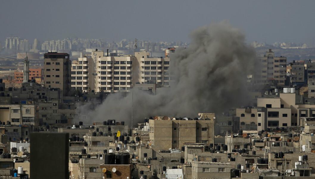 VÅPENHVILE: Da klokken slo 2 lokal tid og markerte startet på våpenhvilen, strømmet folk ut av husene sine, og gatene på Gazastripen ble på nytt fylt med liv, melder nyhetsbyrået AP.