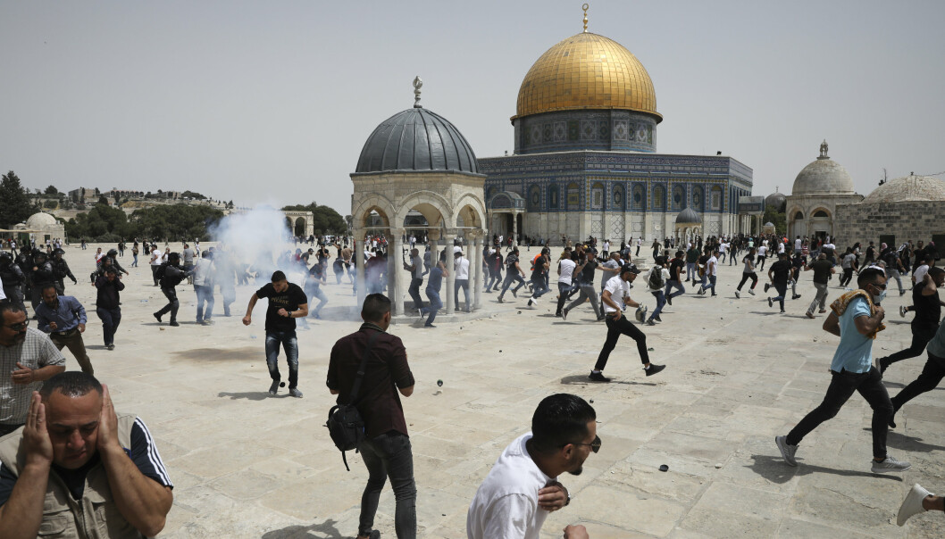 SAMMENSTØT: Det var fredag nye sammenstøt mellom israelsk politi og palestinere på området ved al-Aqsa-moskeen og Klippemoskeen i Jerusalem. Sammenstøt her for halvannen uke siden var en av de utløsende årsakene til den militære konflikten mellom Israel og Hamas.