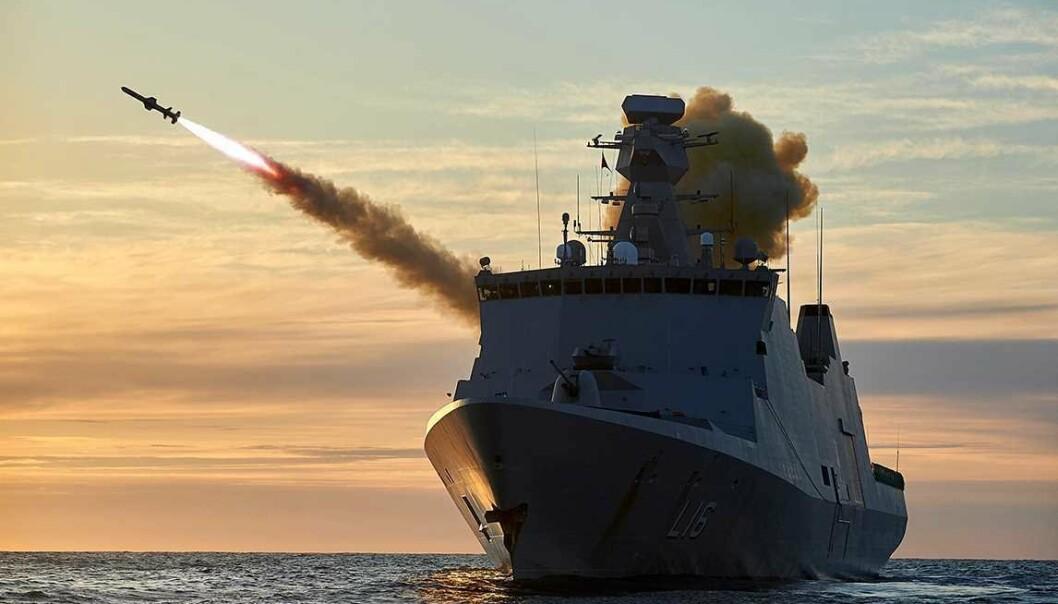 Denne fregatten i Absalon-klassen skal sendes til vestkysten av Afrika for å bekjempe pirater, opplyser det danske forsvaret. Dette bildet er fra en øvelse i Norge.