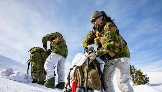 INSTRUKTØR: Vibeke Sefland er instruktør ved Forsvarets vinterskole.