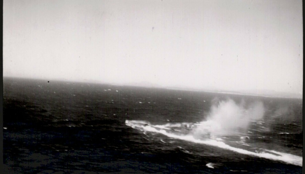 UBÅT: Arkivverket har digitalisert to arkivbokser fra 333-skvadronens arkiv, vesentlig inneholdende flygerrapporter fra tokt langs norskekysten, ofte med kartskisser og foto fra kamphandlinger.Bildet er fra rapport om flyangrep på tysk ubåt utenfor Fedje den 20. juli 1944 kl. 17.02.