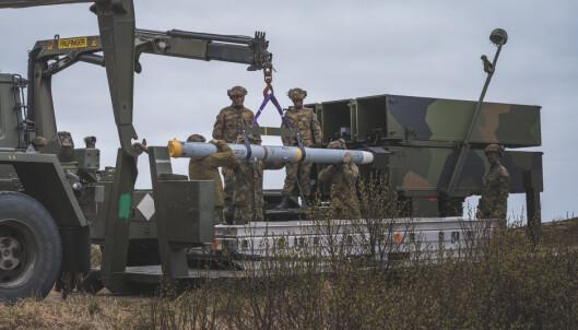 MISSIL: Et missil klargjøres før skyting på Andøya.