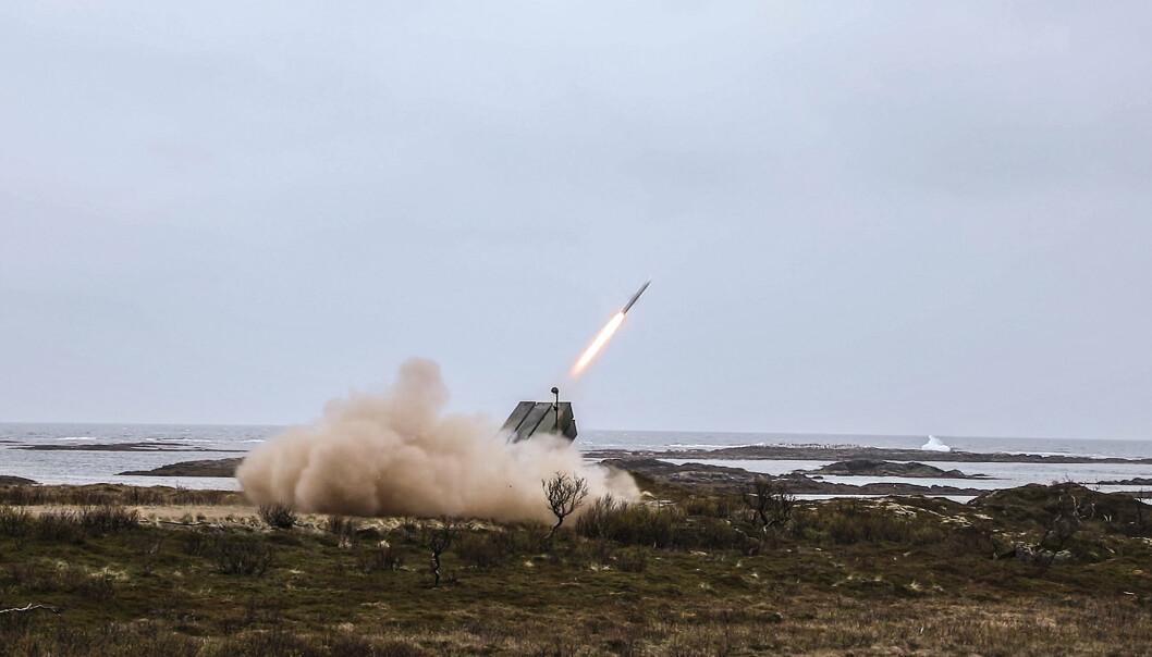 FØRSTE GANG: Her gjennomfører Kampluftvernbatteriet i Hæren sin første selvstendige skarpskyting på Andøya.