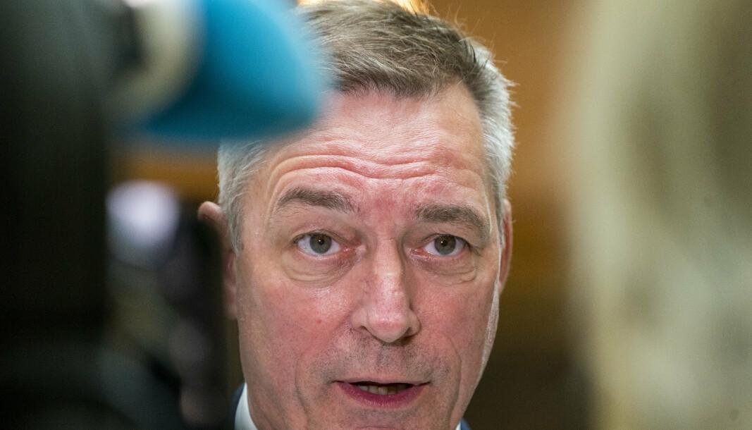 VIL HA SVAR: Forsvarsminister Frank Bakke-Jensen (H) har foreløpig uttalt seg forsiktig om avsløringene i danske medier om mulig amerikansk spionasje mot norske politikere