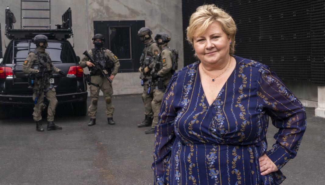 Statsminister Erna Solberg åpner for å ta opp påstandene om spionasje mot norske politikere direkte med USA.