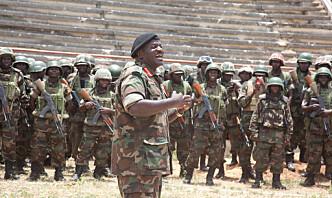 Ugandas tidligere forsvarssjef skutt på åpen gate