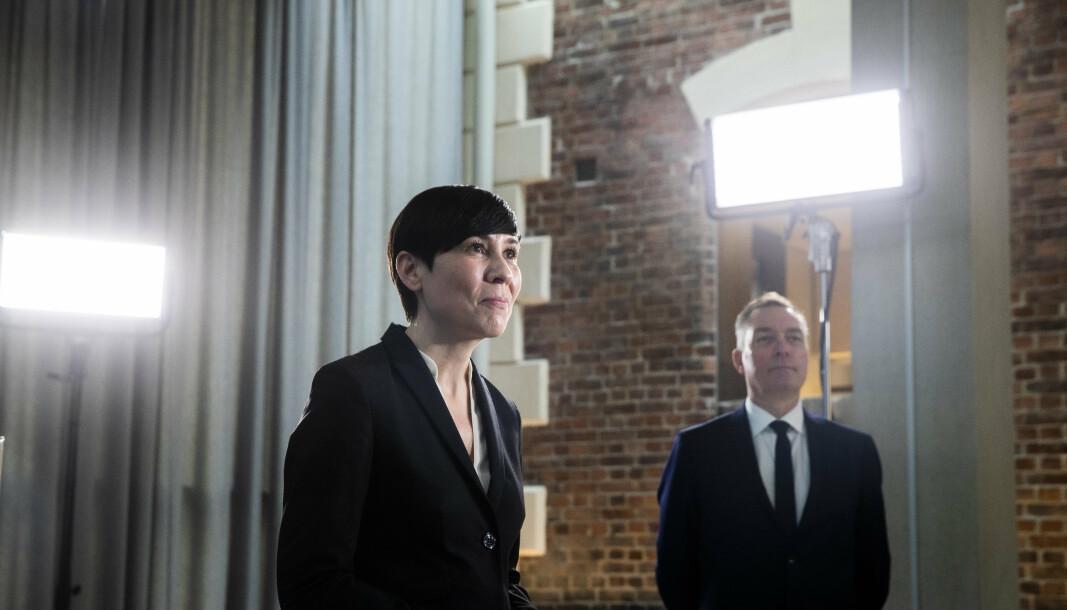 SNAKKET MED NATO-KOLLEGER: Utenriksminister Ine Eriksen Søreide og forsvarsminister Frank Bakke-Jensen.