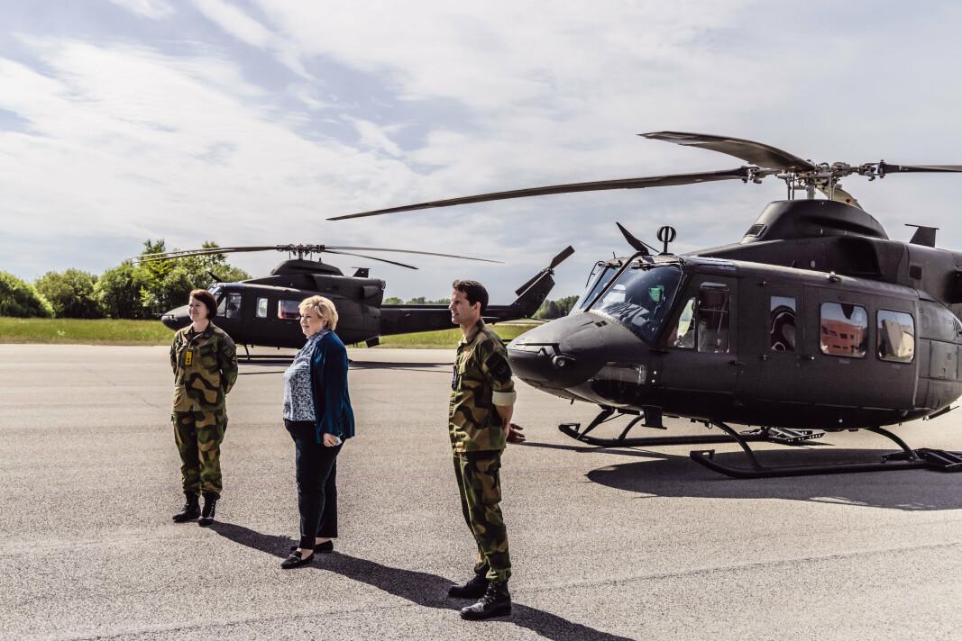 TRIO PÅ RYGGE: Sjef luftforsvaret Tonje Skinnarland, Statsminister Erna Solberg og sjef 134 luftving, Kristian Lyssand.