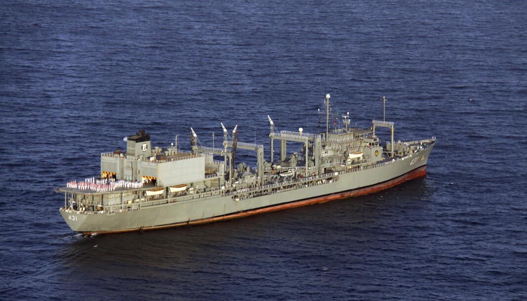 FORLIS: Arkivfoto av Kharg, det største skipet i den iranske marinen, som brant og sank i Omanbukta.