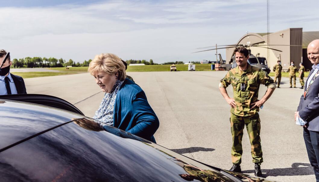 RYGGE: Erna Solberg på besøk på Rygge flystasjon 2. juni. I midten av måneden er det Nato-toppmøte i Brussel.