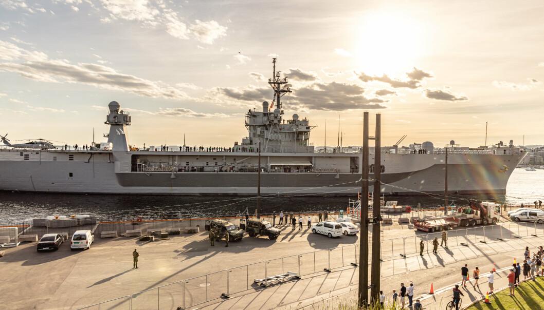 TIL KAI: USS Mount Whitney ankommer Akershuskaia i Oslo.