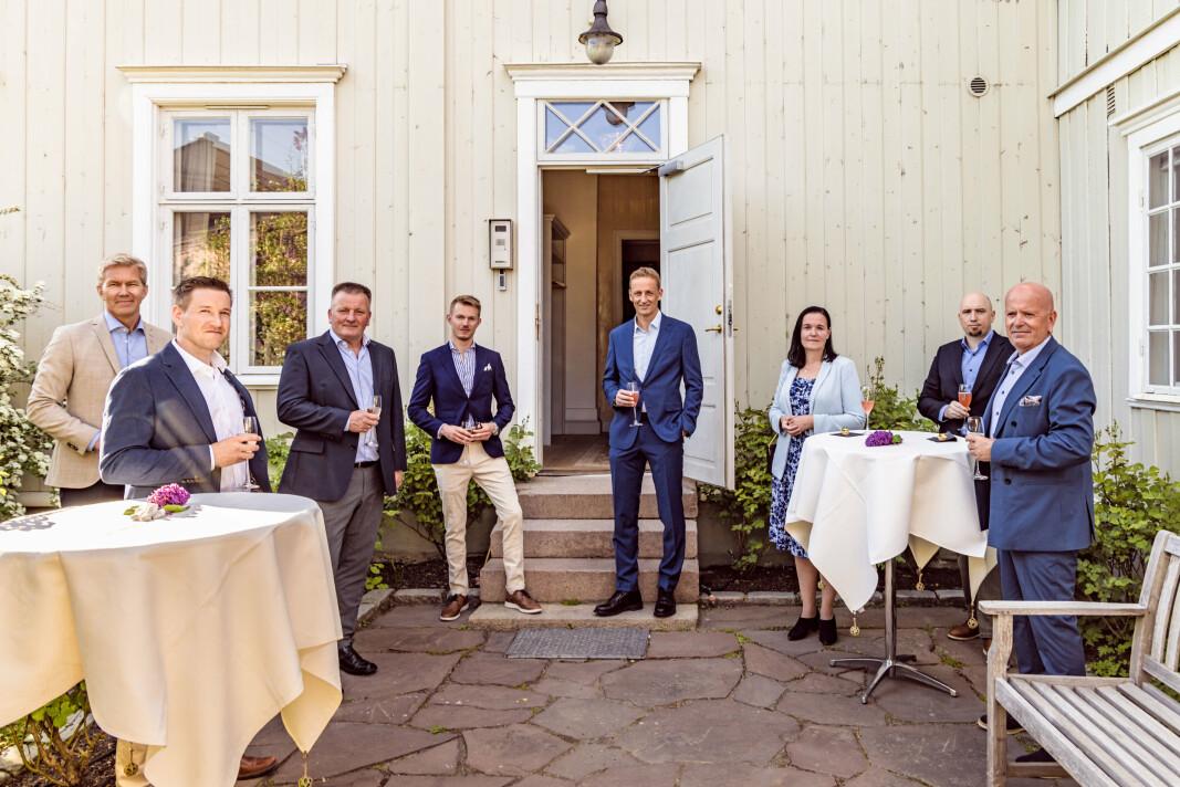 INVITERT: Forsvarssjef Eirik Kristoffersen (i midten) inviterte flere som har opplevd vonde ting i sin tid Forsvaret, blant andre Ole Vikre (t.h.). Fra venstre i front, Kjetil Bragstad, Ola Bøe Hansen, Knut Espen Høidal, Michael Andre Lyngaas, Lajla Halvorsen og Åge Johan Dalsott.
