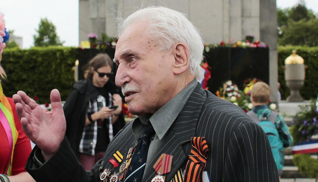 SISTE GJENLEVENDE: David Dushman, her fotografert under en minneseremoni i Tiergarten i Berlin i 2015, døde søndag. Han var den siste gjenlevende av soldatene som frigjorde konsentrasjonsleiren Auschwitz og ble 98 år gammel.