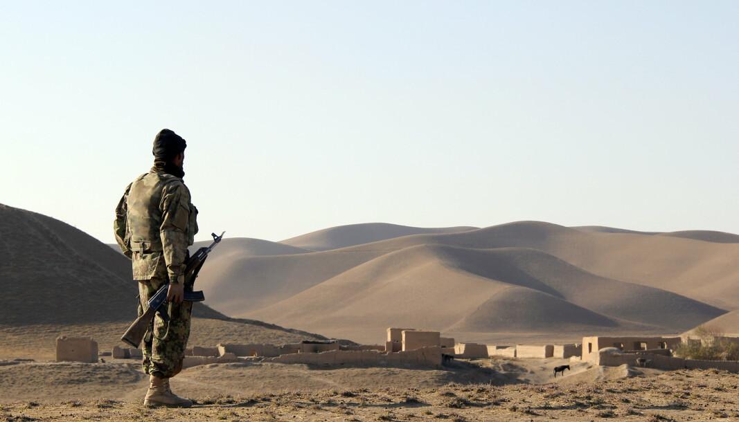 EROBRER: Taliban erobrer enda et distrikt. Dette bildet viser en soldat fra den Afghanske hæren i Faryab-provinsen i 2010.
