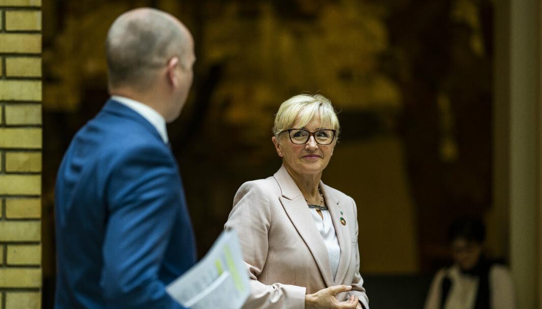 ATOMVÅPEN: I juni vedtok Senterpartiet å støtte norsk tilslutning til FN-traktaten som forbyr atomvåpen. Her er Liv Signe Navarsete (Sp) og partileiar Trygve Slagsvold Vedum.