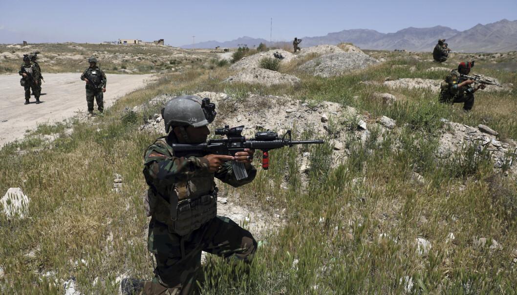 HARDT PRESS: Afghanske sikkerhetsstyrker, her utenfor Kabul i starten av mai, er under hardt press fra Taliban.
