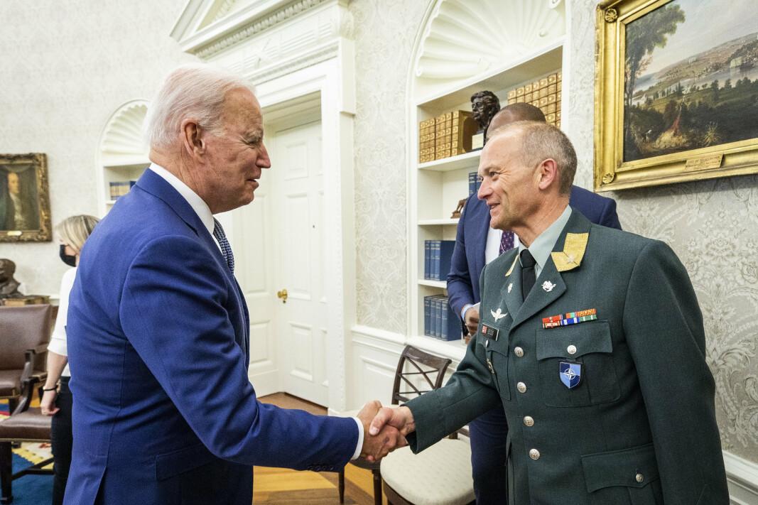 MØTTES I DET OVALE KONTOR: – Bra dag på jobben! sier brigader Gjermund Eide om besøket i Det hvite hus, hvor han fikk hilse på USAs president Joe Biden. NATOs generalsekretær Jens Stoltenberg og president Biden møttes en uke før NATO-toppmøtet, som finner sted i Brussel i dag.