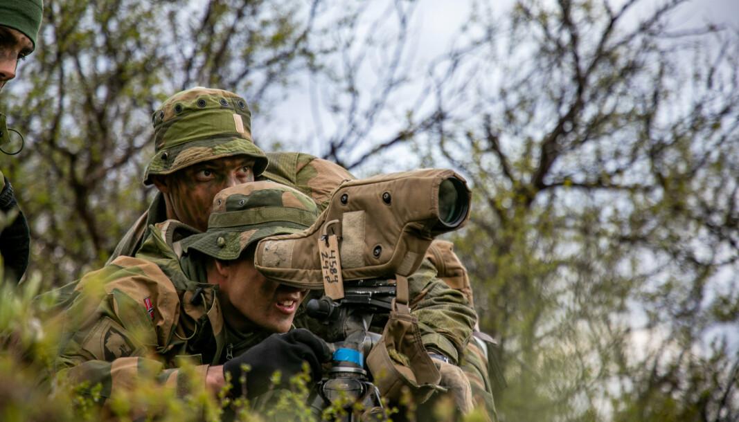 NÅR IKKE: Natos generalsekretær Jens Stoltenberg må konstatere at Norge i år ikke når alliansens mål om å bruke 2 prosent av BNP på forsvaret.