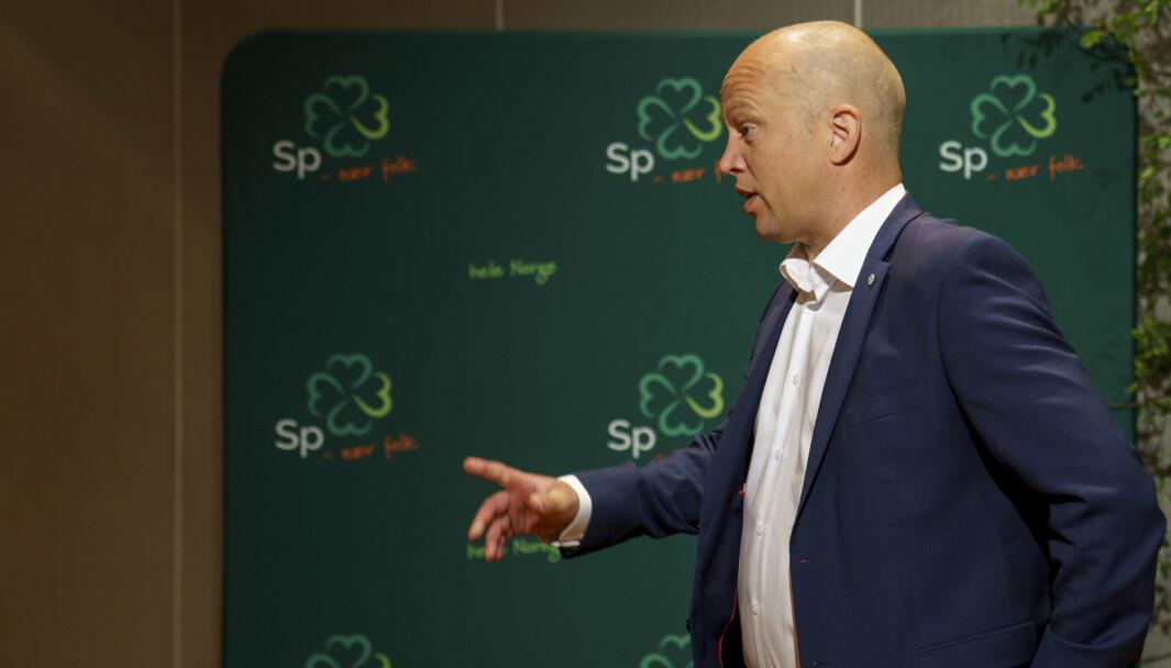 Senterpartiet, her ved partileder Trygve Slagsvold Vedum, er på kollisjonkurs med Nato, mener Høyre-politiker Hårek Elvenes.