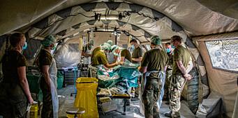 Trener krigskirurgi på levende griser