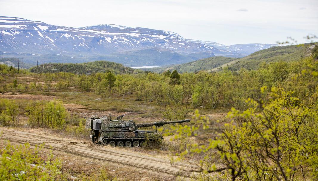 SKYTE: Hærens nye artillerisystem K9 gjør seg klar til å skyte under skarpskyttingsøvelsen Thunder Bolt 2021.