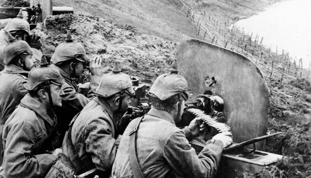 SKYTTERGRAVSKRIG: Tyske soldater i stilling ved elven Wisła på Østfronten i 1916.