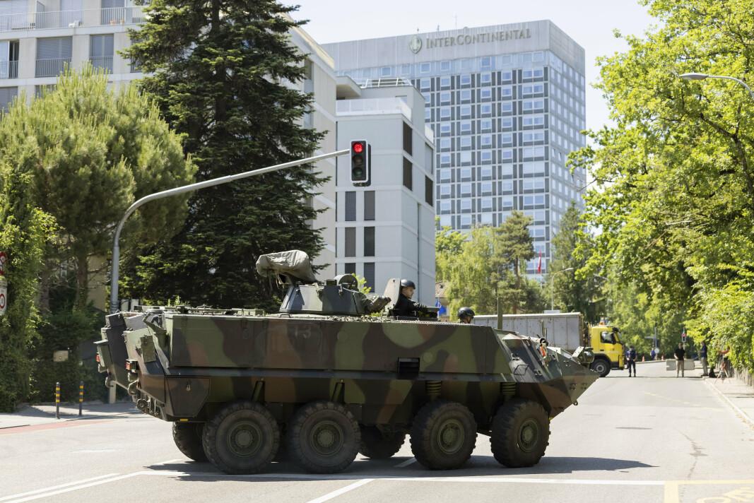 BESKYTTER: Til sammen skal 4.000 politifolk, soldater og sikkerhetspersonell bidra for å beskytte toppmøtet.