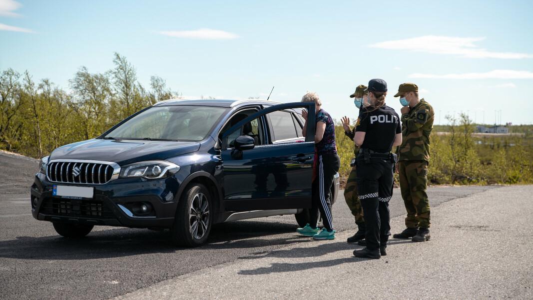 PÅ GRENSA: Heimevernet bistår Politiet i kontroll på grensa mellom Norge og Finland.