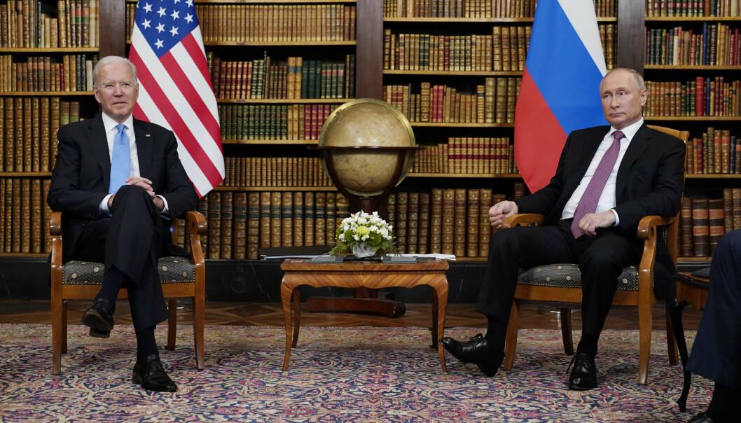 MEKTIG DUO: Presidentene Joe Biden og Vladimir Putin møttes til toppmøte i historiske omgivelser i Genève onsdag.