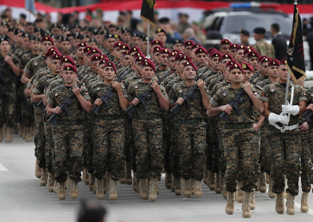 MÅTTE FJERNE KJØTT: Libanon er rammet av dyp økonomisk krise, noe som blant annet har tvunget regjeringshæren i landet til å fjerne kjøtt fra soldatenes meny. Nå ber forsvarsledelsen om matvarehjelp og pengestøtte til hæren i landet