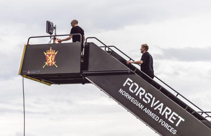LOKALT SYSTEM: Fra denne stasjonen navigeres den «jammefri» dronen, med teknologi utviklet av den norske bedriften Radionor.