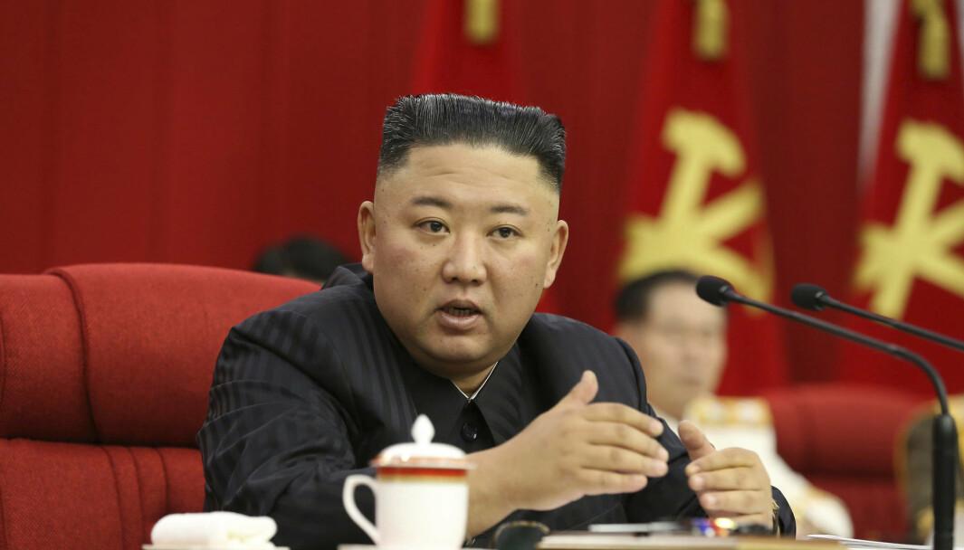 LEDER: Kim Jong-un sier Nord-Korea la fram sin strategi for forholdet til USA på et allmøte i sentralkomiteen i det nordkoreanske kommunistpartiet.