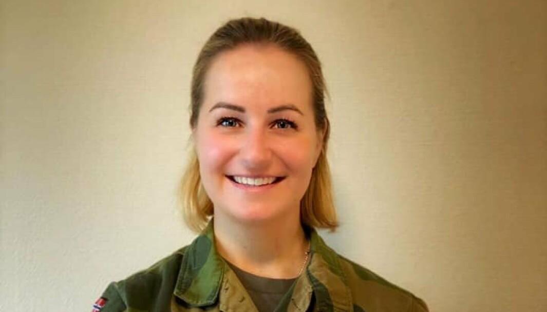 – Jeg er glad, rørt og stolt, sier Miriam Weierud etter å ha mottatt Sjef Hærens hedersmynt.