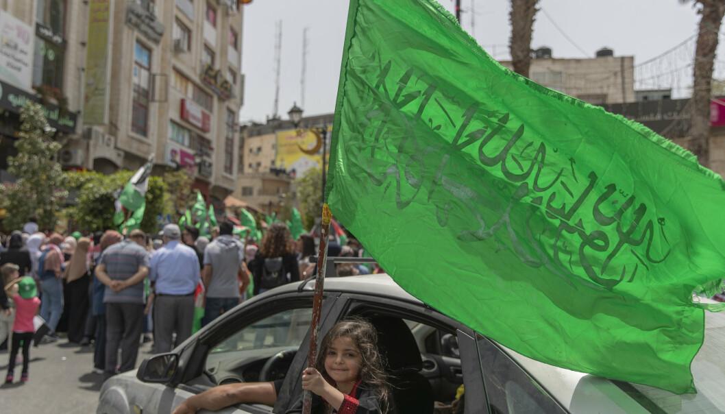 FORBYS: Hamas´flagg blir forbudt i Tyskland. Her ser vi en flagget i Ramallah på Vestbredden i mai 2021.