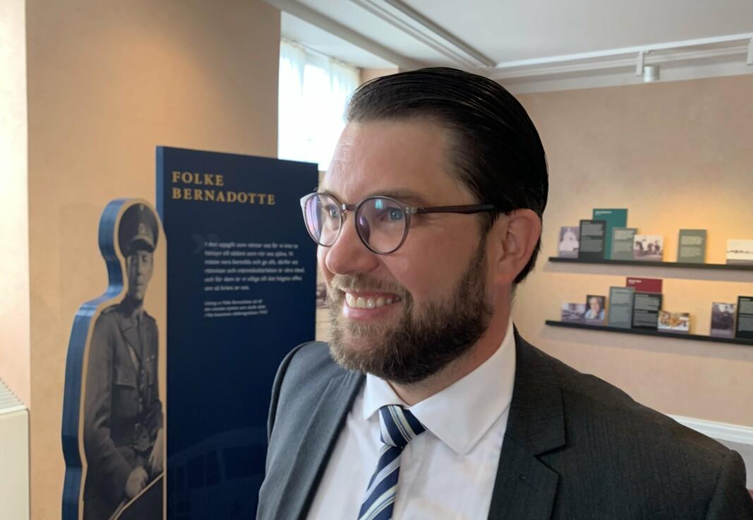 PARTILEDER: – Jeg har vanskelig for å ha noen større respekt for forsvarsminister Peter Hultqvist, sier Sverigedemokraternas leder Jimmie Åkesson etter at flertallet i Riksdagen i dag stemte for mistillit til Löfven-regjeringen.
