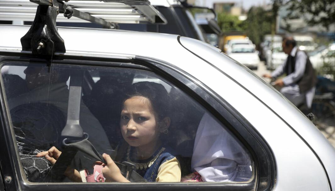 AFGHANISTAN: En jente sitter i en bil i Kabul i Afghanistan. Landet er blant de farligste i verden å være barn.